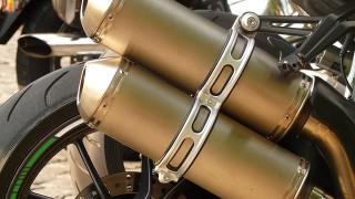 Detalle escape moto de alta cilindrada