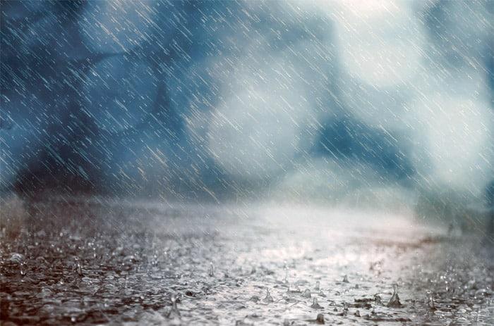 moto-con-lluvia