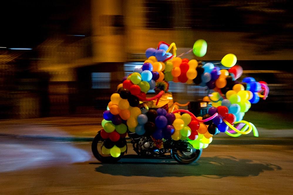 globos payaso moto