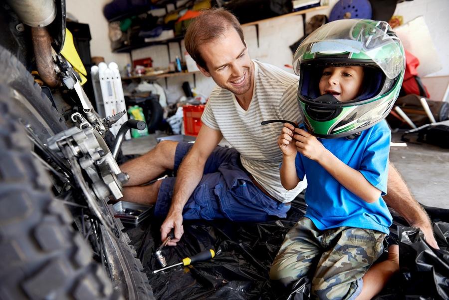 Arreglar la moto con papa