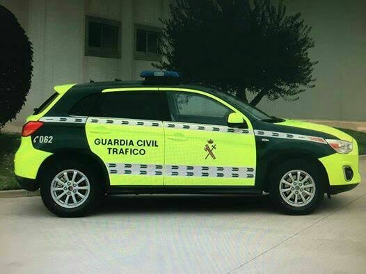 coche guardia civil amarillo fosforito