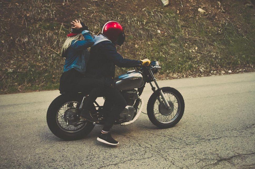 que ropa lleva tu hijo en la moto