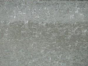 conducir moto en asfalto mojado