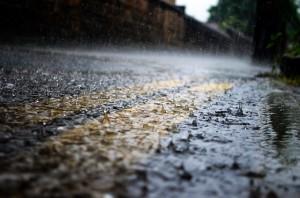 Conducir moto con lluvia