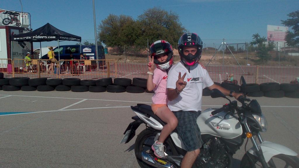 Cuándo puede ir un menor en la moto