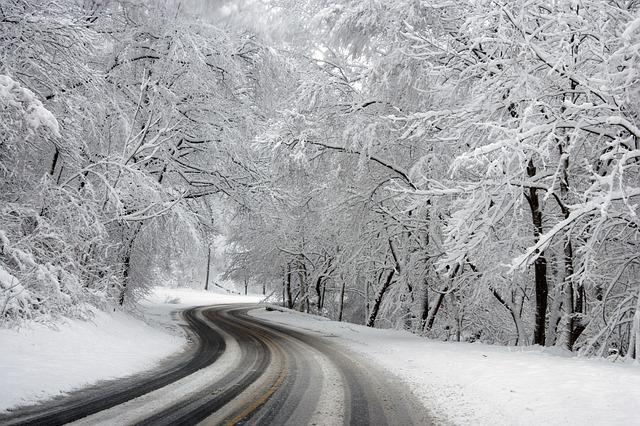 Rodar con nieve: La moto y la nieve en la carretera