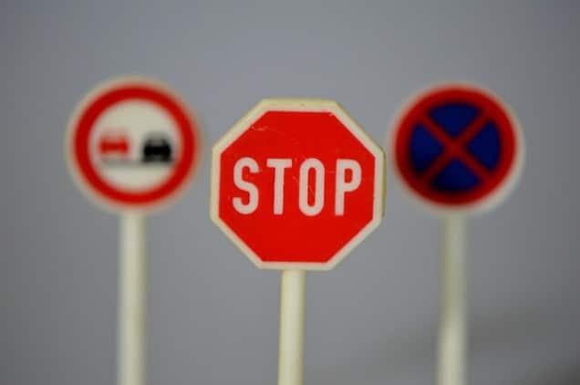 Embargar la devolución de la renta para el pago de multas de tráfico