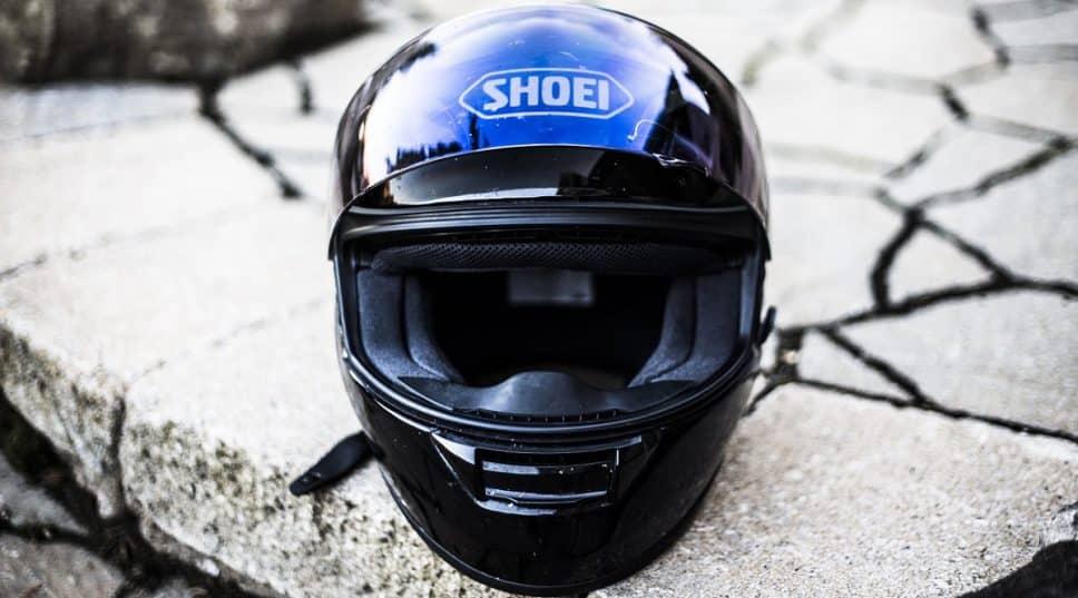Cuándo cambiar el casco de moto. ¡TU CASCO CADUCA! Consejos